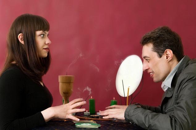 К кому обратиться - мужчине или женщине-предсказателю?