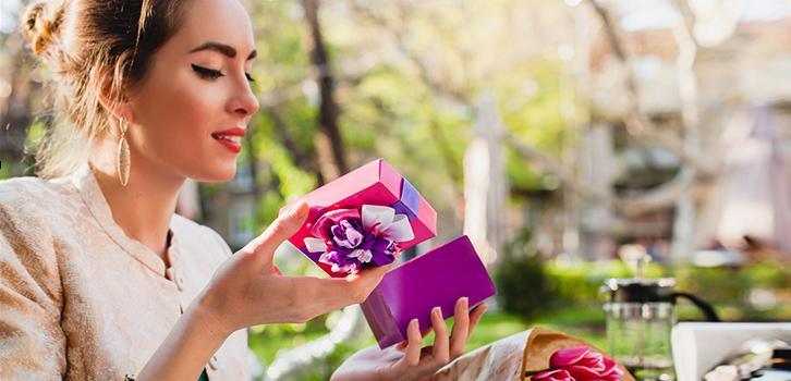 Как научить мужчину дарить подарки?