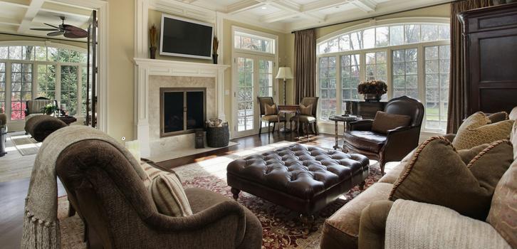 Диваны, кресла и стулья с обивкой из натуральной кожи, роскошного бархата и шелка идеально подходят для интерьера Львов