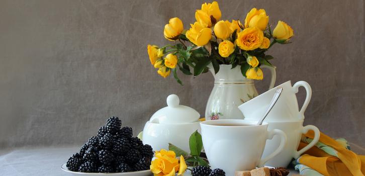 Даже букет цветов в вазе на столе добавит «изюминку» интерьеру
