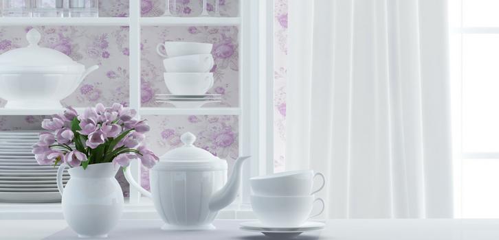 В моду возвращаются буфеты, на полках которых стоит фарфор, столовые и чайные сервизы, семейные фото в рамочках