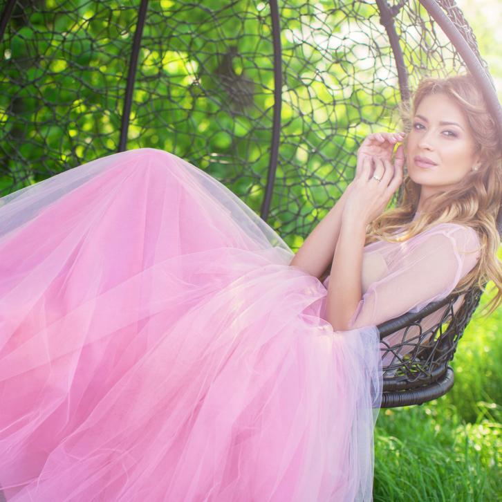Астрологи говорят, что Близнецам к лицу пастельные, мягкие и теплые, серые и розовые, пестрые оттенки