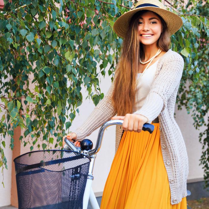 В повседневной жизни Раки предпочитают простые фасоны, свободный крой и одежду с мягкими ниспадающими складками
