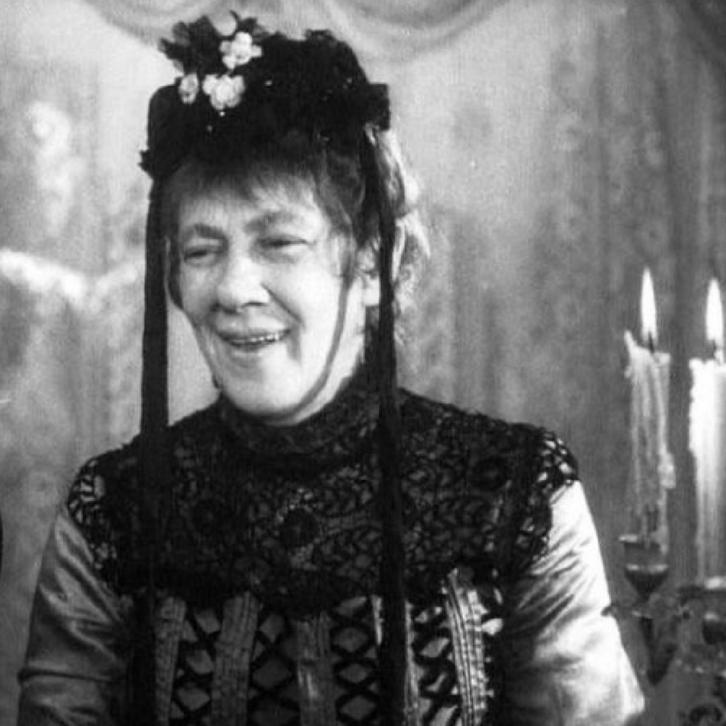 В мои годы один может быть любовник — домашний клозет, кадр из фильма «Свадьба»