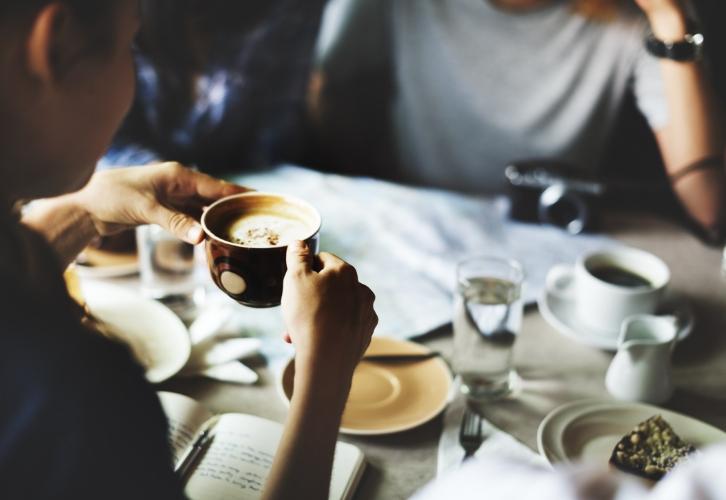У Скорпионов нет чувства меры. Если они чем-то увлекаются, то едят и пьют это до тех пор, пока не надоест. В список желаний Скорпионов редко попадают овощные салаты, фруктовые смузи и нежирный кефир, все чаще сладкое, мучное, шашлык-машлык...