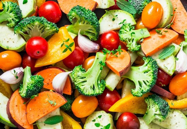 Девам подойдет диета DASH. Ее разрабатывали для гипертоников, но она решает и другие проблемы со здоровьем, к примеру, нормализует вес и снижает уровень плохого холестерина. Главная ставка идет на фрукты, овощи, зерновые, бобовые, нежирный белок и молочные продукты. Соль заменяют на травы и специи, сладости – не чаще 3-5 раз в неделю.