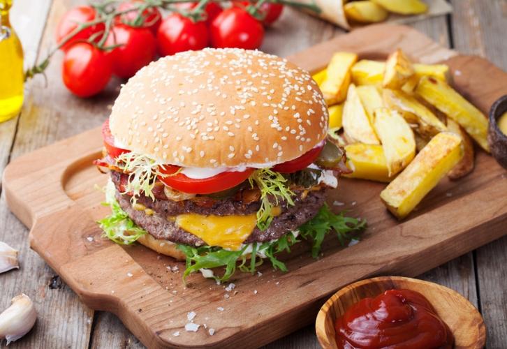 Овнам не нужна никакая диета. У них такой обмен веществ, что гамбургеры и шоколадки сгорают в их организме, как сухие поленья в адском пламени. Чтобы похудеть, Овнам нужно просто оздоровить свое меню: кушать часто, но понемногу, отказаться от сладкой газировки и вредных блюд, сделать ставку на фрукты, овощи, нежирное мясо и рыбу, пить побольше воды.