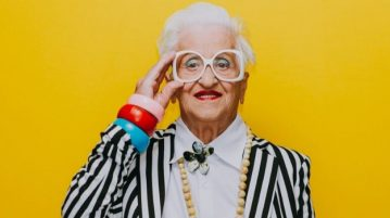Ходовая бабушка. Как стареют знаки зодиака