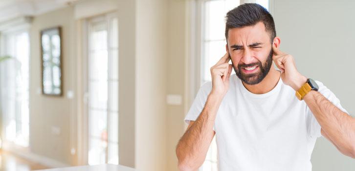 Почему горят уши учеловека: приметы, научное объяснение