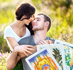 Расклад Таро «Кармическая любовная связь»